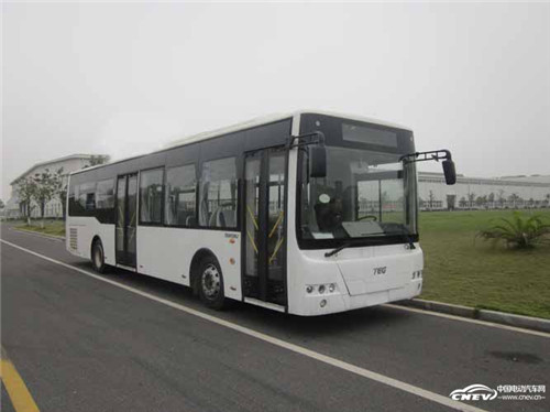 河南焦作市环保纯电动客车投入运营