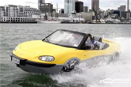 你看 车在水里游!——电动车涉水有风险吗?