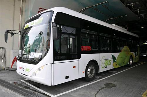 香港首批电动巴士投入服务 冀改善空气素质