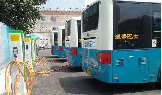 天津首批公交充电桩群项目送电