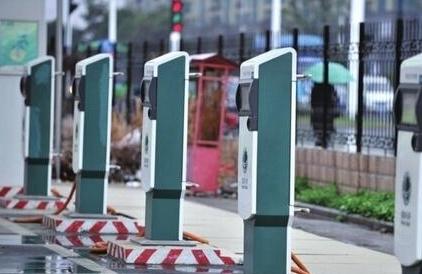 """充电桩不应成为新能源车畅行的""""羁绊"""""""