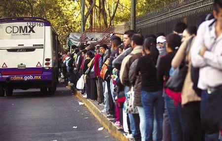 见过这么严的限行政策吗?除公交车和新能源车外都不给上路