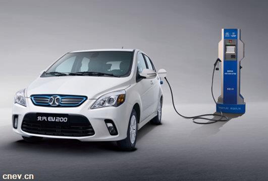充电不当致燃 新能源汽车充电安全引重视