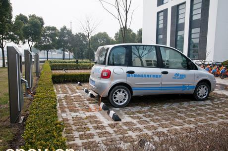 宁波:电动汽车充电桩尝试大规模落户小区