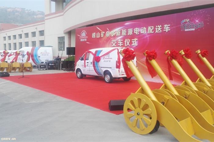 青岛首批送水摩托车改用新能源汽车 5年内全替换