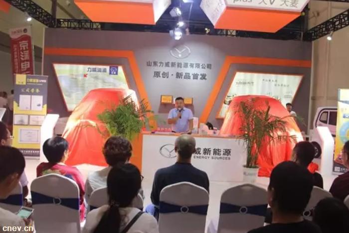 力威郑州展首发两款新品 献礼建军节!