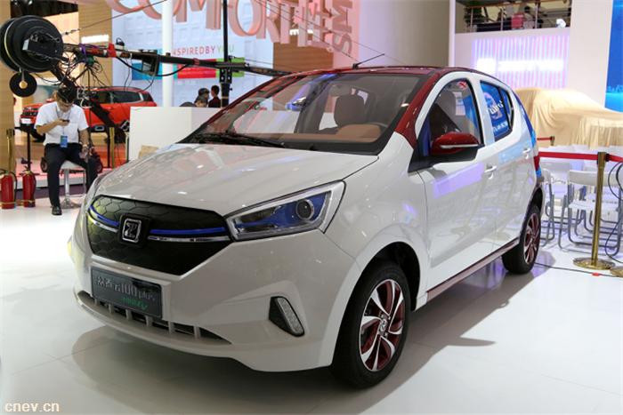 匠心品质 原创设计   T300领衔众泰汽车全阵容耀动2017成都国际车展