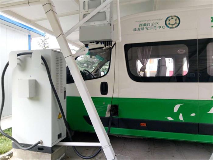 全国首个电动汽车高原光伏充电站试运行