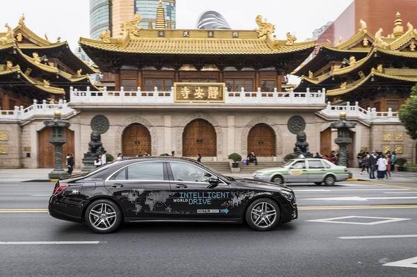 相比诗和远方,奔驰的自动驾驶研发已在上海闹市积累道路数据