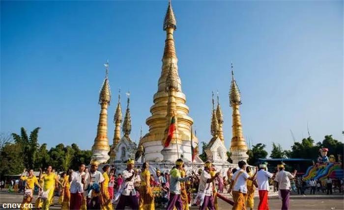 海全汽车与傣族人民一起迎新春过新年!