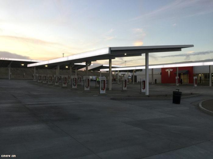 特斯拉刚发布了卡车,为卡车建立的充电站就出现了?