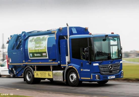 奔驰Econic电动压缩式垃圾车在伦敦投入使用