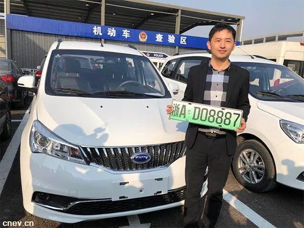 杭州第一块绿色车牌!6位数!浙江今起启用新能源汽车专用号牌