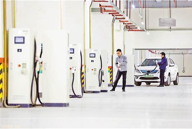 重庆主城区最大汽车充电站投用 可同时容纳50辆车充电