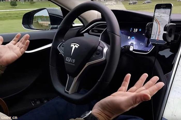 北京发放自动驾驶首批牌照 自动驾驶测试车辆正式上路测试