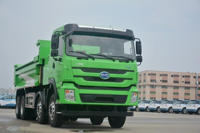 全球首批全密闭式智能纯电动泥头车在深圳试运营