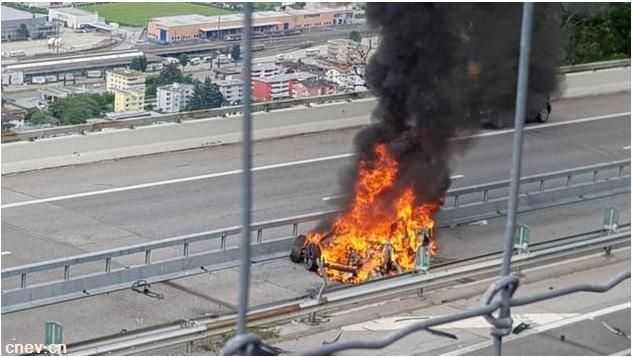特斯拉在瑞士发生致命事故 消防:撞车或致电池起火
