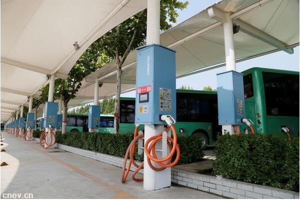 郑州公交将新增16座新能源充电站,未来3年实现零排放