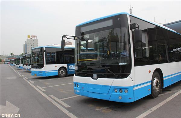 上海智能公交车,续航里程可达300公里