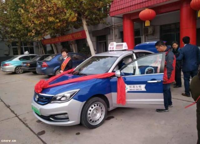 济南首批电动出租车上路