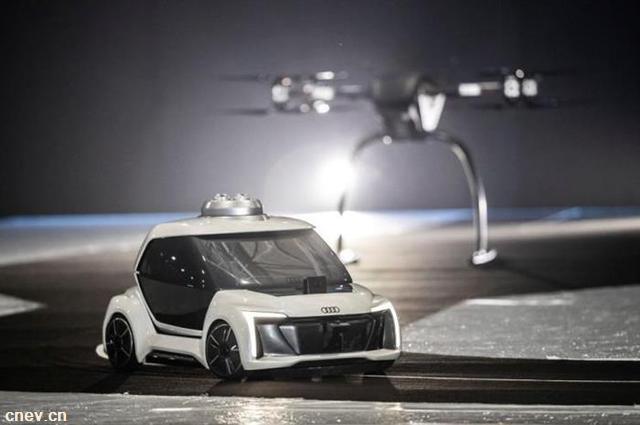 什么!奥迪测试会飞的电动自动驾驶的汽车了?