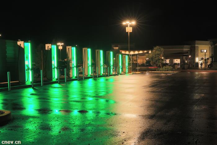 大众Electrify America充电桩:充电10分钟 续航200英里