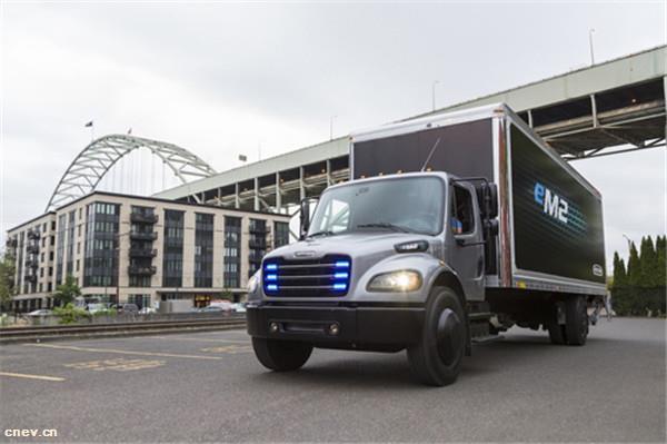 戴姆勒在美交付首辆纯电动货车