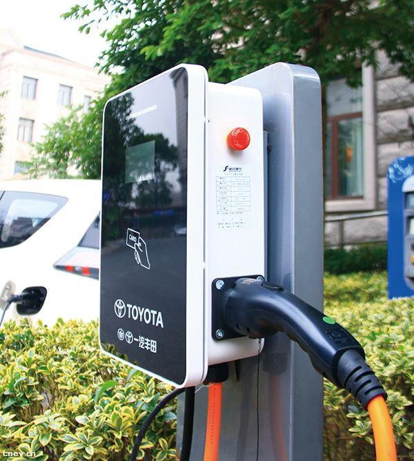 """丰田在华首款新能源车型上市 追日充电桩成首选""""桩""""备"""