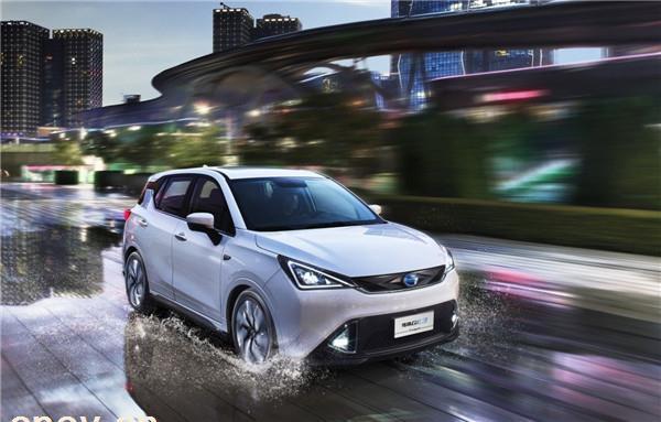 新能源车产销两旺 传统汽车库存优化