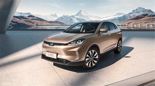 宁德时代一季度装配9.6万辆三元动力电池汽车,比亚迪装配6.8万辆
