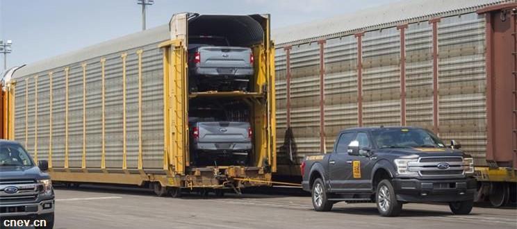電動版福特F-150亮相 拉動567噸列車車廂