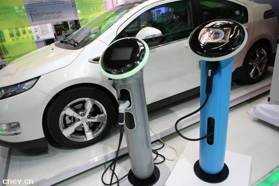 被困电动汽车,打110求救 这可能是杭州第一例