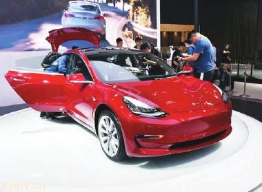 """""""两头挤"""":中端新能源汽车夹缝中求生存"""