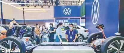 """""""黑科技""""加持!探访2021世界新能源汽车大会技术展览区"""