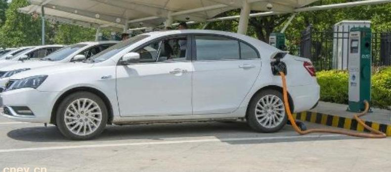 公安部:全国新能源汽车保有量达678万辆 占汽车总量的2.28%
