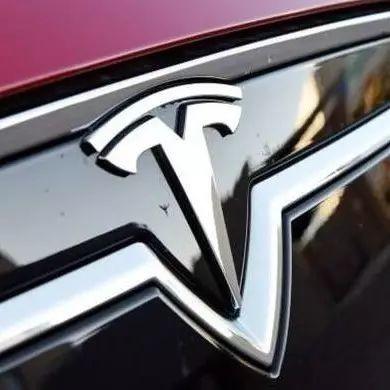 戴姆勒投10亿美元研发电动车 马斯克:应该再加个零
