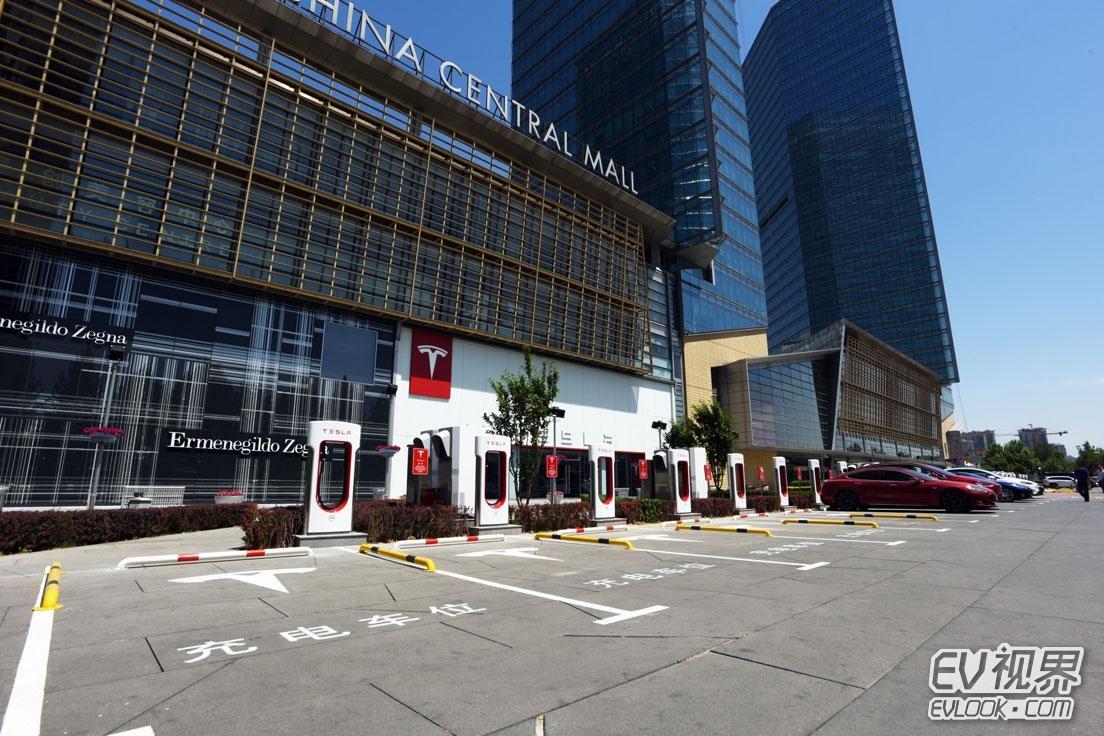 亚洲最大特斯拉电动汽车超级充电站落成