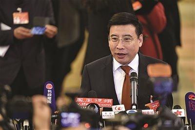苗圩:新能源汽车发展瓶颈已有应对安排