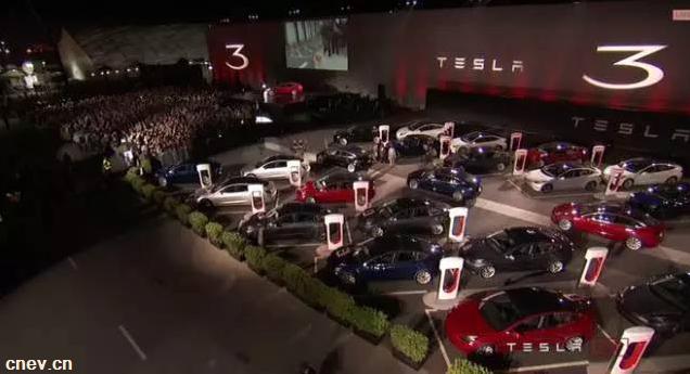 廉价版特斯拉Model 3正式交车,50万份