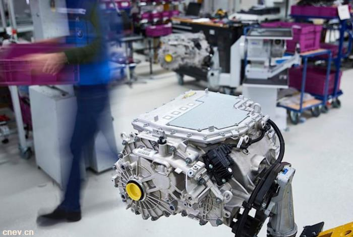 宝马研发紧凑型电动动力传动系统 占用的空间更小