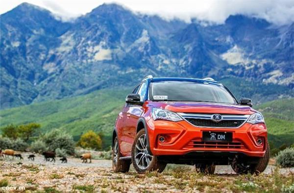 比亚迪公布2月产销快报 新能源车和燃油车分化继续加大