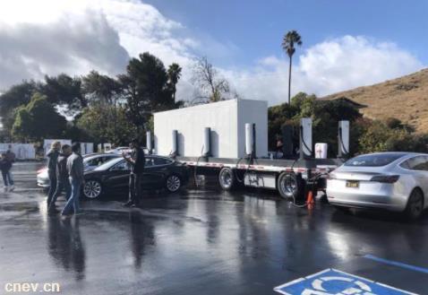 特斯拉移动充电站曝光,可同时为8辆特斯拉车型提供快速充电