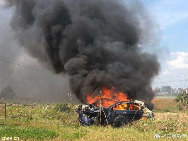 網傳特斯拉Model 3剎車失靈后碰撞起火
