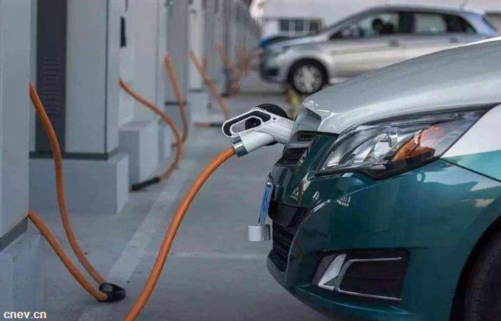 """新能源车板块""""飙车"""" 估值藏巨大泡沫?"""
