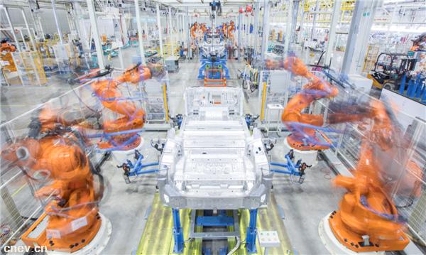 """汽车产业""""拥抱变化""""也要保持定力"""